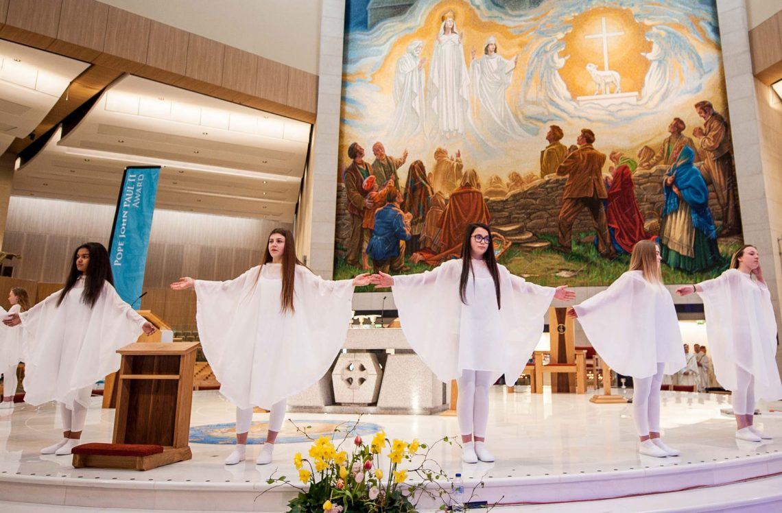jp2-knock-liturgical-dance